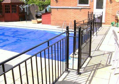 B4 balcony safety railing with stabilising legs
