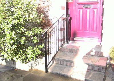 B4 handrail with twists