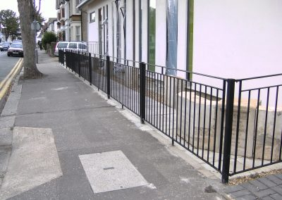 B4 railing with handrail top bar