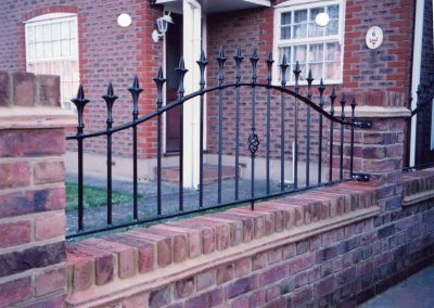 Bell Top Victoria Wall Railing with Baskets