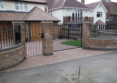 Flat Top Victoria gate with shaped railings