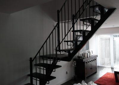 Indoor handrail to fit wooden steps 01