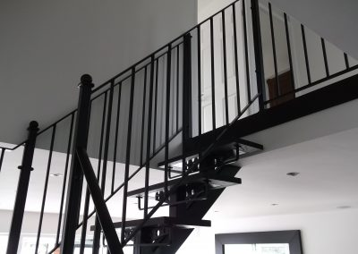 Indoor handrail to fit wooden steps
