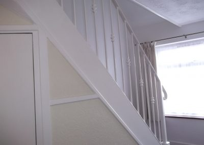 Internal stair balustrade with knuckles