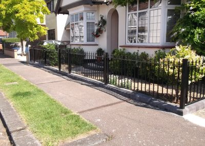 Kingston ped gate with straight bar railing