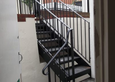 Offset hairpin railing with staircase