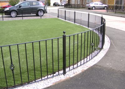 Shaped railing with baskets and handrail top bar