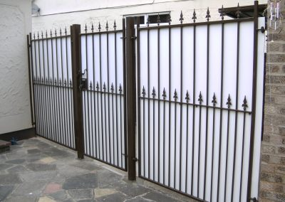 Victoria railing with white backing