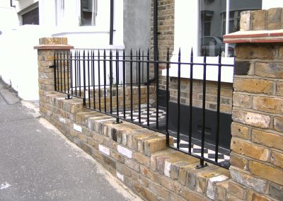 Stepped bottom Victoria wall railing