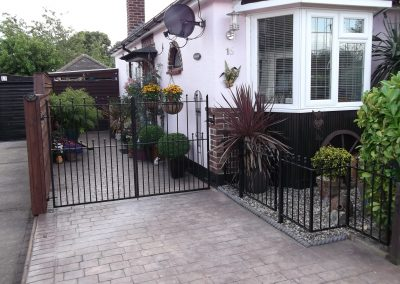 Victoria gates and railing with small ball castings