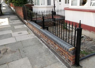 Victoria wall railing with posts 1