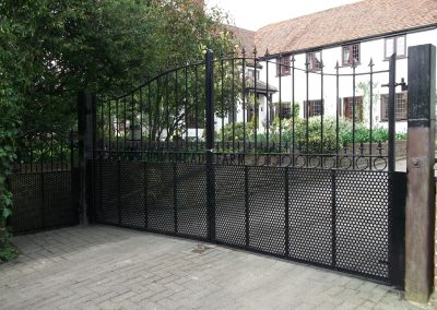 Alternative Victoria driveway gates and rings 01
