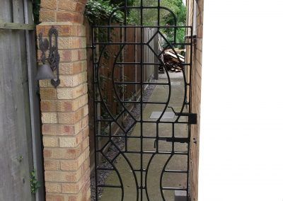 Alternative side gate