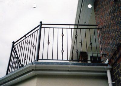 B4 Balcony with Baskets