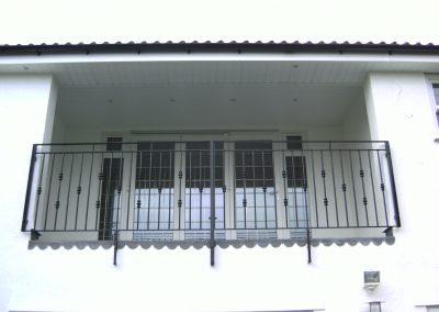 B4 balcony with knuckles