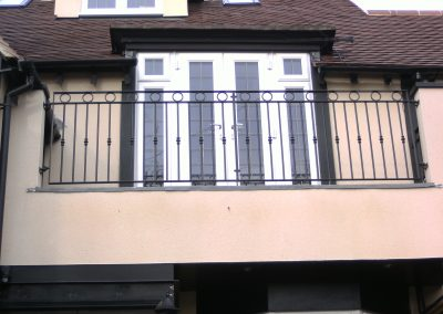 B4 balcony with rings and feruls