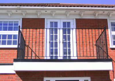 Balcony with alternate feruls