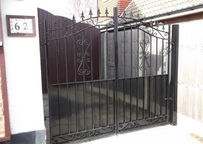 Banbury bell top entrance gates