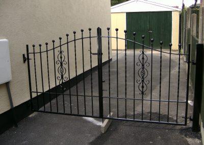 Bell top Kingston driveway gates