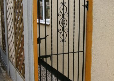 Kingston bell top side gate
