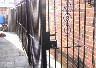 Bell top Kingston side gate with Signet deadlock