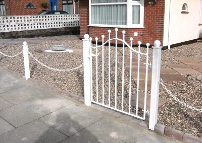 Bell top pedestrian gate with chain-link fencing