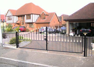 Victoria bell top driveway gates