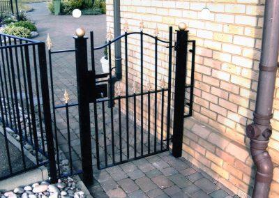 Victoria bell top pedestrian gate