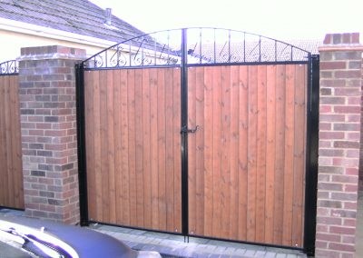 Wooden infill bow top gates