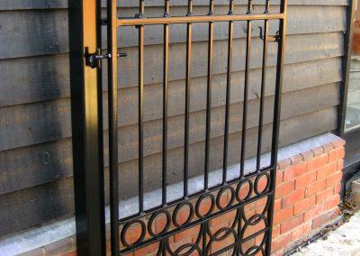 Bespoke side gate