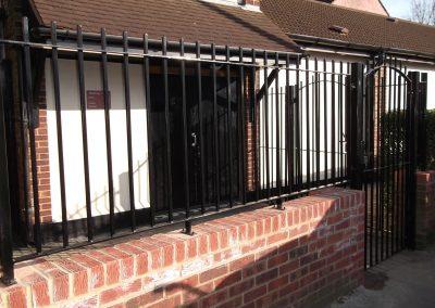 Blunt top railing & gate 1