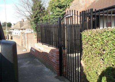 Blunt top railing & gate 2