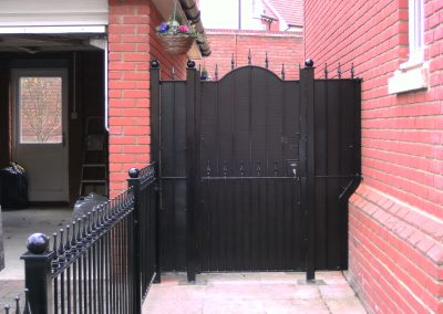 Bump top Victoria gate with backing