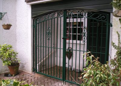 Curved top Elstead entrance gates