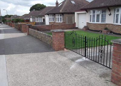 Elstead bump top driveway gates