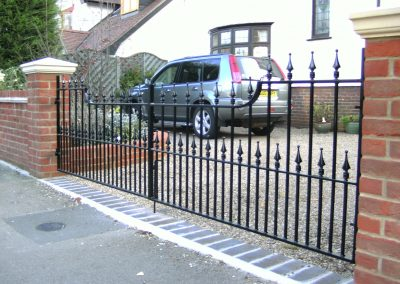 Flat top Victoria driveway gates with shaped top