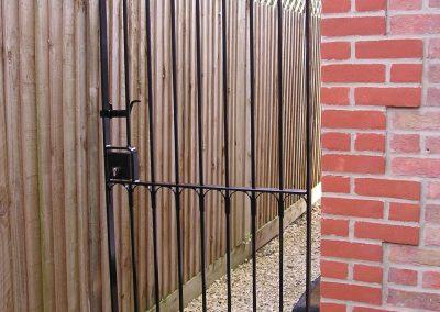 Flat Top Windsor Side Gate with Signet Deadlock