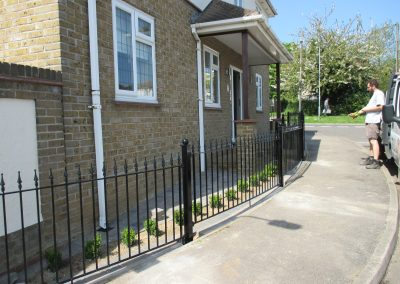 Victoria railing with ball top posts