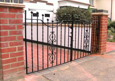Kingston driveway pair with shaped top