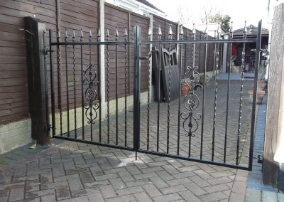 Kingston flat top driveway gates