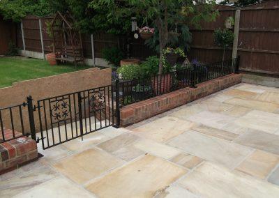 Manor wall railing