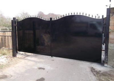 Pair privacy driveway gates