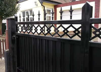 Straight bar gate with patterned infill 1