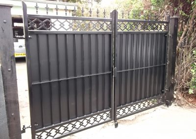 Straight bar gate with patterned infill 2