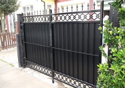 Straight bar gate with patterned infill 3