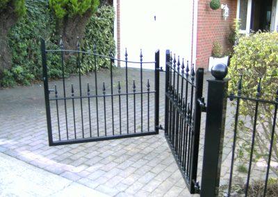 Victoria bi-folding gates