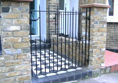 Victoria flat top pedestrian gate