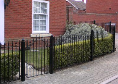 Victoria railing and bump top gate