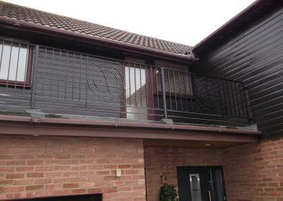 bespoke balcony to match existing ironwork 01