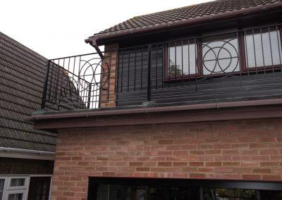 bespoke balcony to match existing ironwork 02